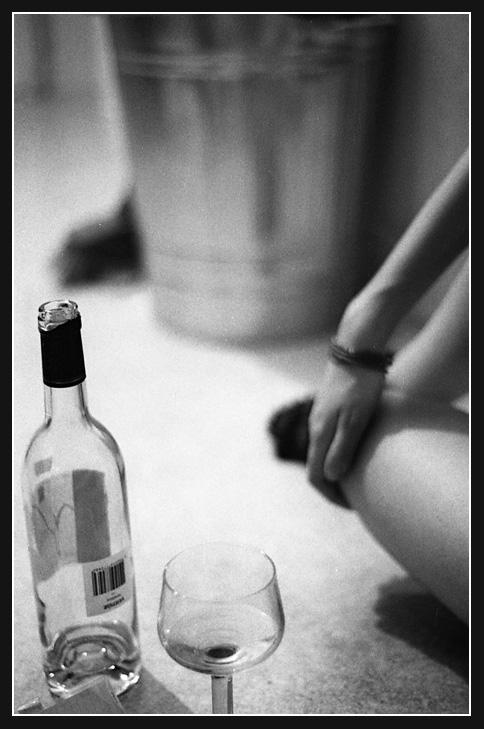 femme-bouteille-vin-saoul